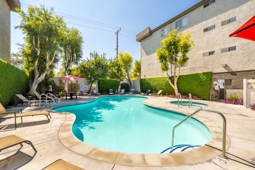 Enjoy Apartments with a Swimming Pool at The Parkview in Lake Balboa, California