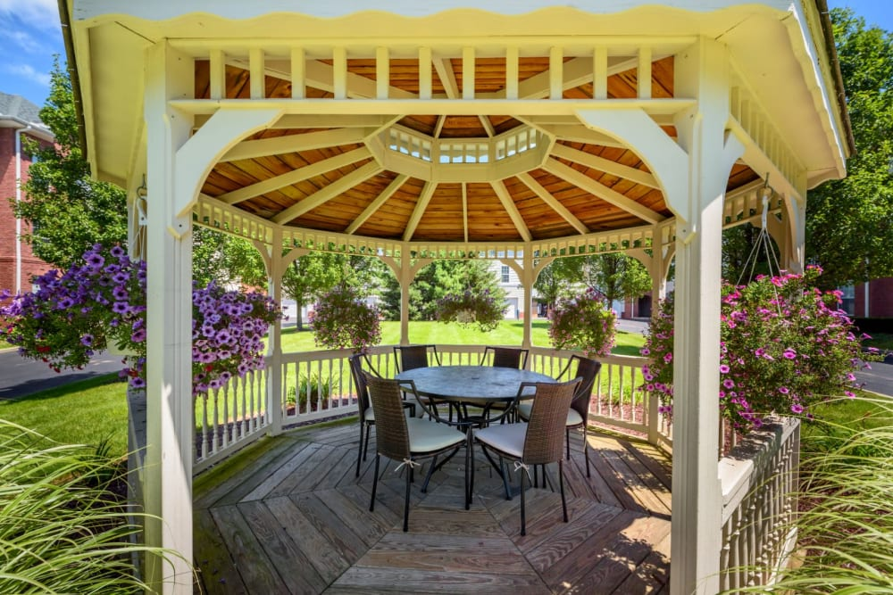 Gazebo with table and chairs at Christopher Wren Apartments & Townhomes in Wexford, Pennsylvania