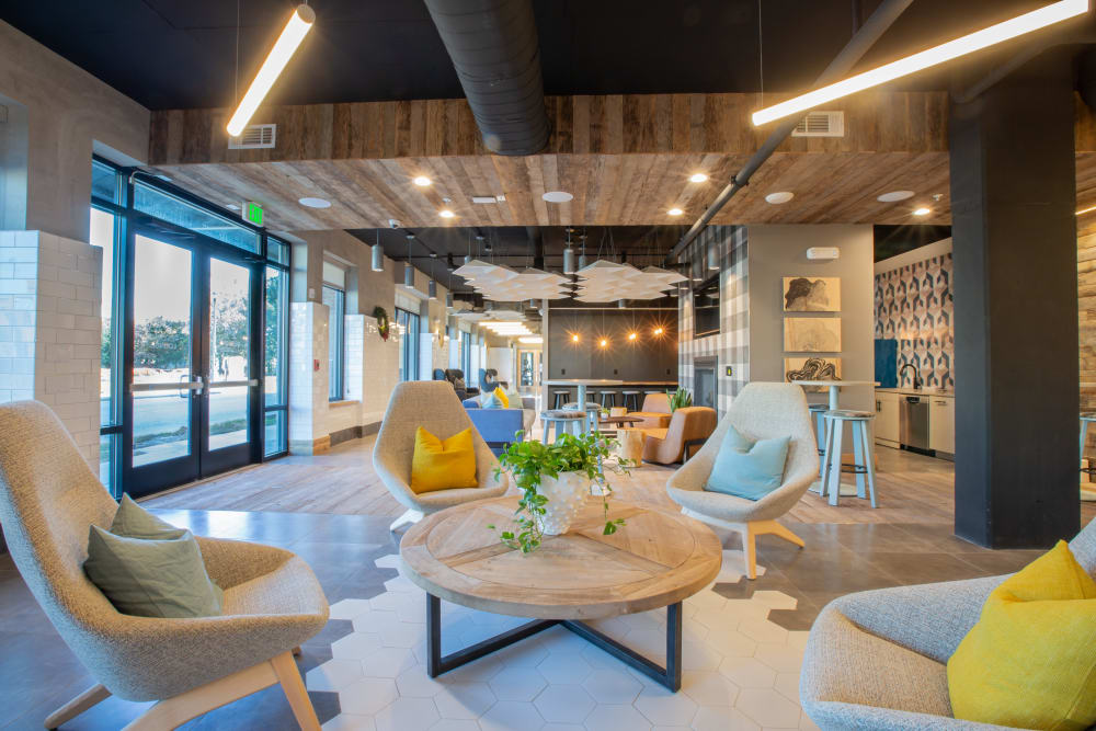 Cozy clubhouse for residents at 511 Meeting in Charleston, South Carolina