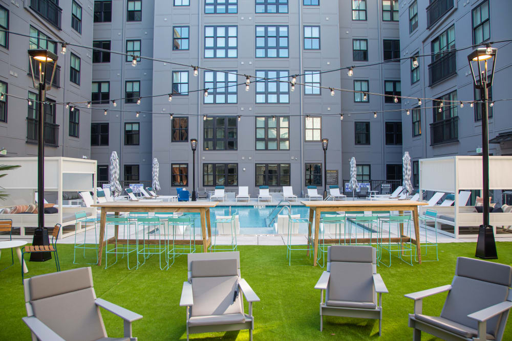 Outdoor poolside lounge at 511 Meeting in Charleston, South Carolina