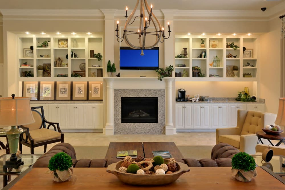 Expansive clubhouse with a flat-screen TV at Meridian Watermark in North Chesterfield, Virginia