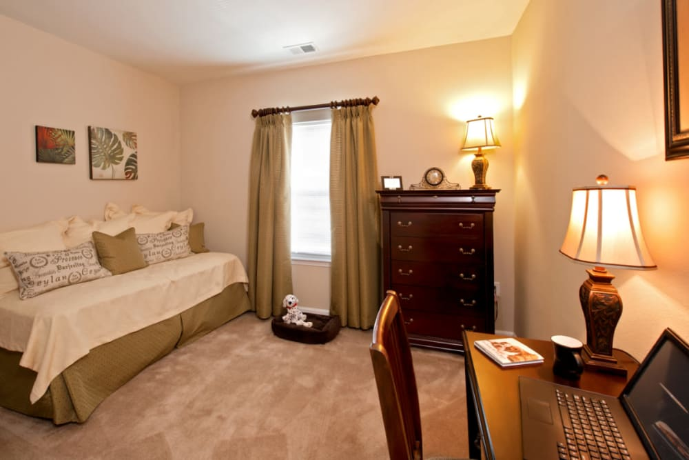 A bedroom with plush carpeting at Meridian Watermark in North Chesterfield, Virginia