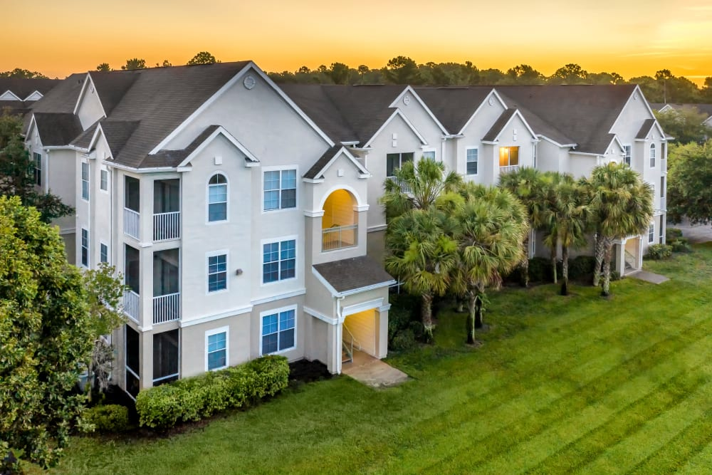 Beautiful exterior and huge lawn at Eddison at Deerwood Park in Jacksonville, Florida