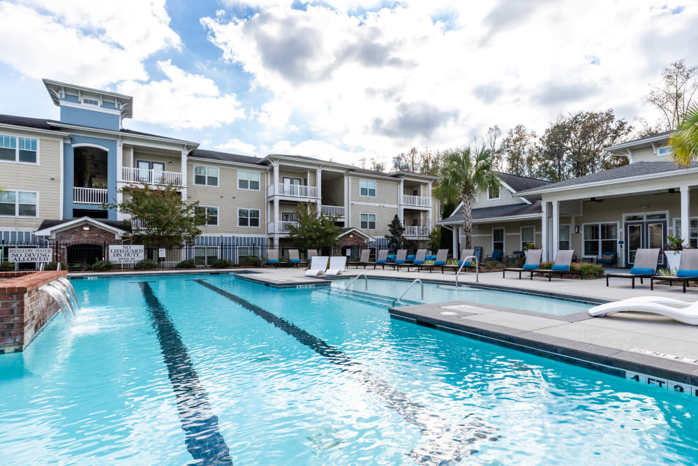 Pool area with a center fountain at Ansley Commons Apartment Homes in Ladson, South Carolina