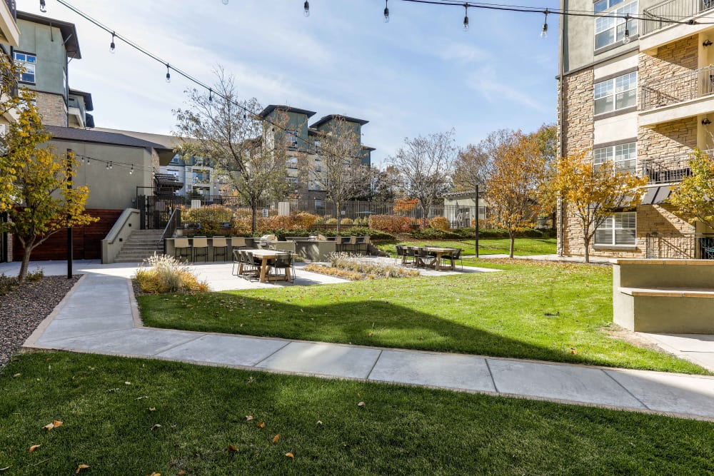 Lush outdoor courtyard at Summit at Flatirons Apartments in Broomfield, Colorado