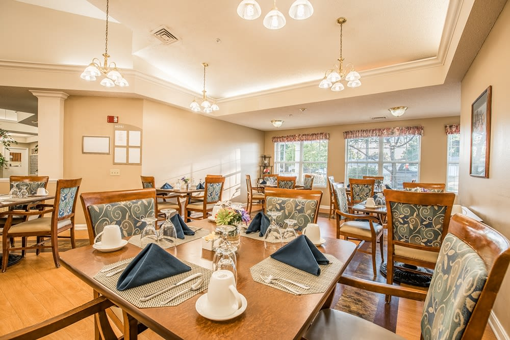 Restaurant-style seating at Randall Residence of Fremont in Fremont, Ohio