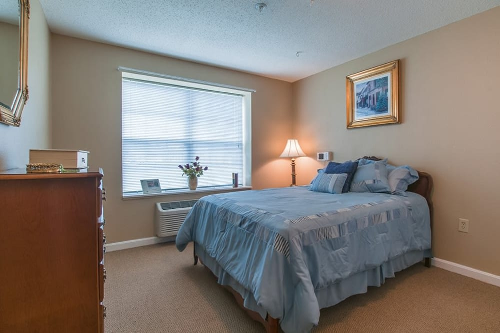 Bedroom suite at Randall Residence of Newark in Newark, Ohio