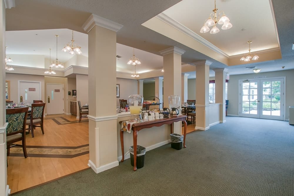 Community foyer with seating at Randall Residence of Newark in Newark, Ohio