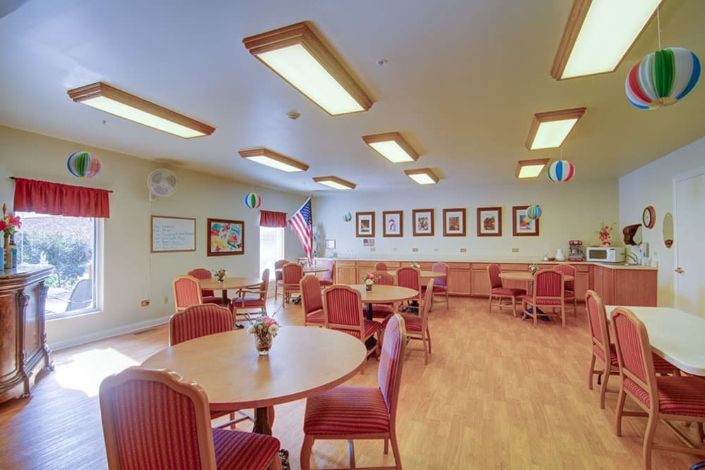 Brightly lit activities room at Randall Residence of McHenry in McHenry, Illinois
