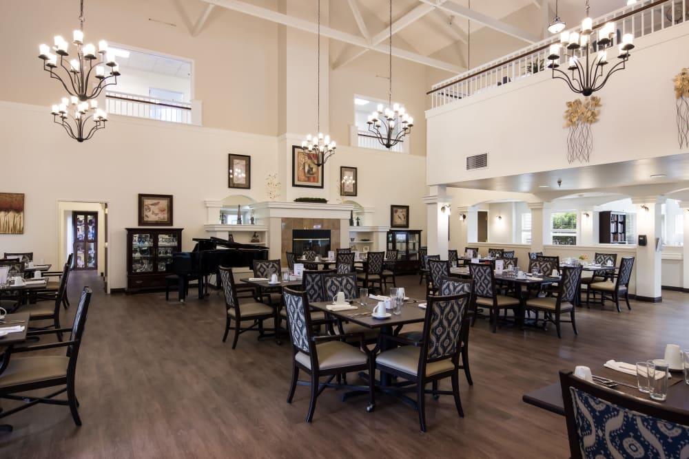 Resident dining room at Sheldon Park in Eugene, Oregon.