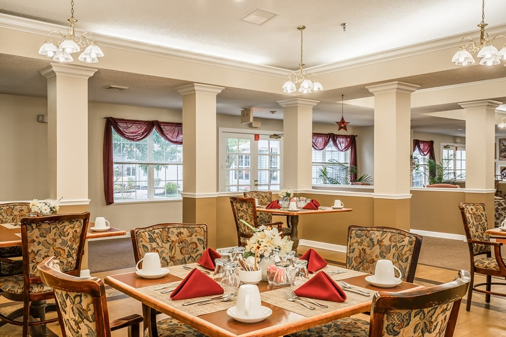 Elegant dining room at Randall Residence of Tiffin in Tiffin, Ohio