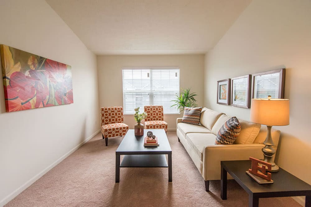 A nicely decorated living room at Silver Lake Hills in Fenton, Michigan