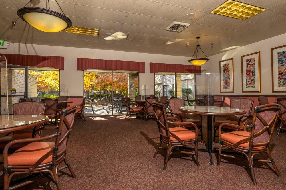 Common Dining Room at Campus Commons Senior Living in Sacramento, California