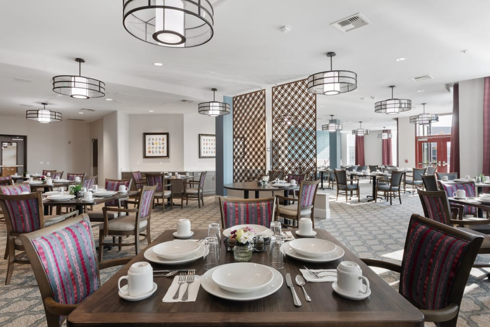 restaurant style dining at WellQuest of Elk Grove in Elk Grove, California