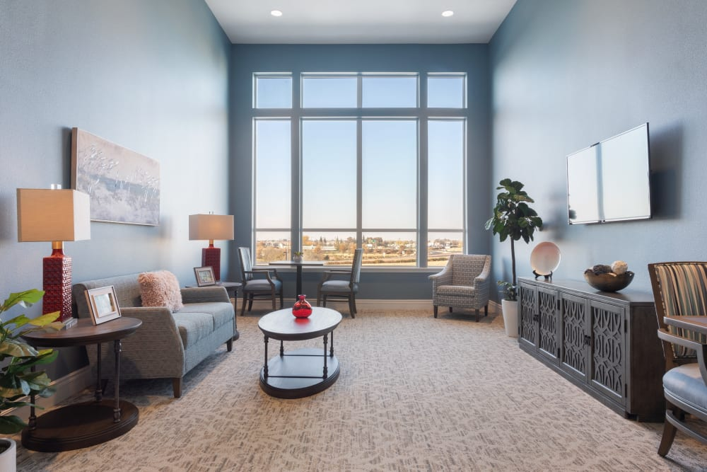 large panel windows lounge area at WellQuest of Elk Grove in Elk Grove, California
