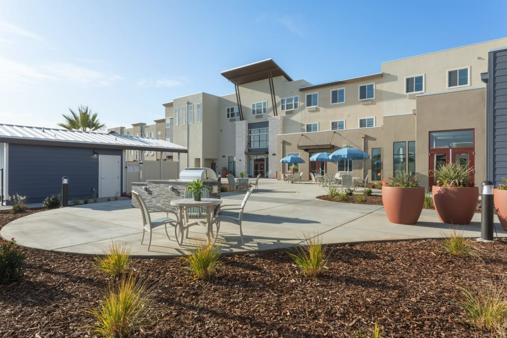 outdoor grill and seating area at WellQuest of Elk Grove in Elk Grove, California