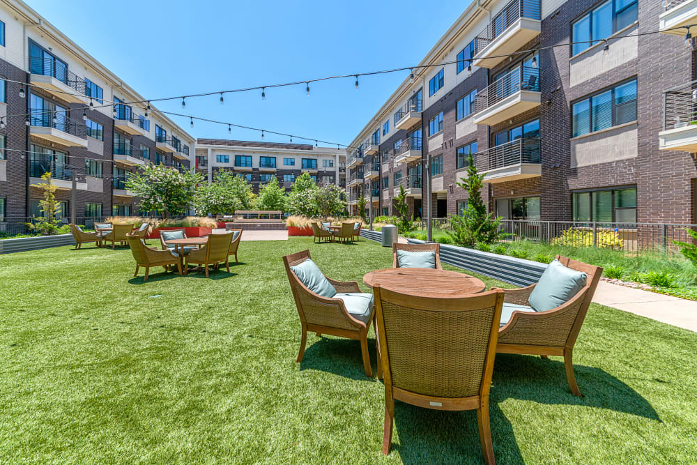 Outdoor common area at Axis 3700 in Plano, Texas