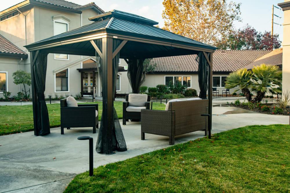 Outdoor seating at Carefield Pleasanton in Pleasanton, California.