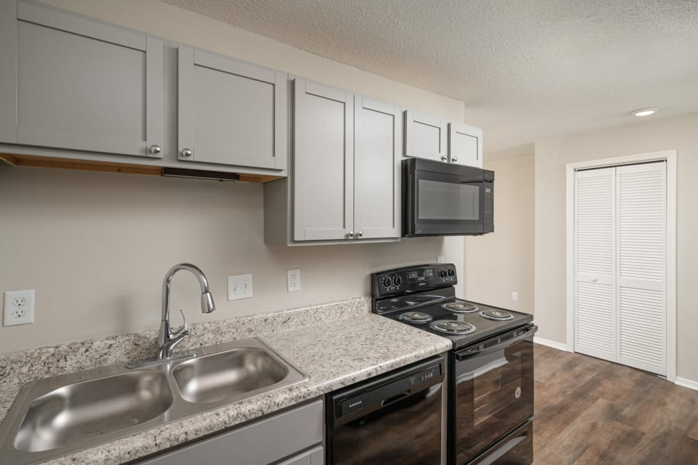 All-black appliances at Callio Properties in Chattanooga, Tennessee