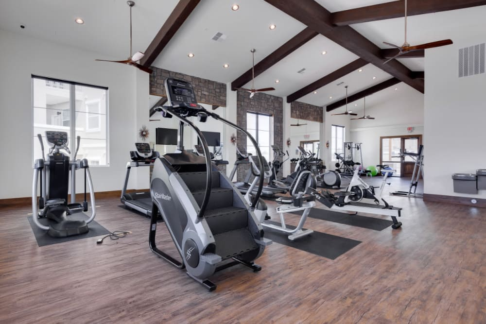Very well-equipped onsite fitness center at Olympus Rodeo in Santa Fe, New Mexico