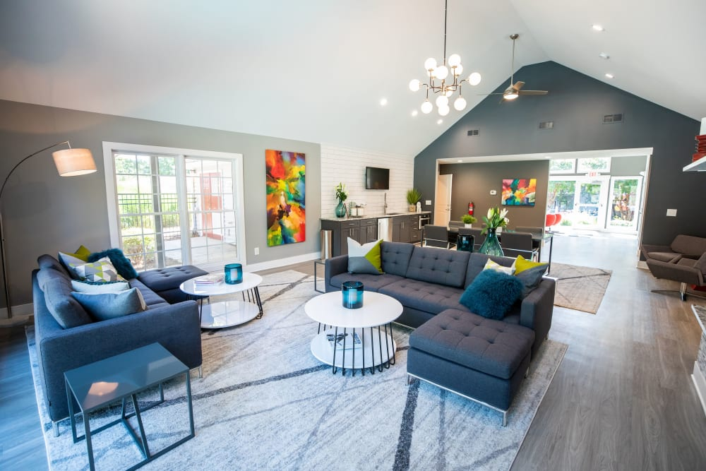 A spacious clubhouse with plenty of comfortable seating at 200 Braehill in Winston-Salem, North Carolina