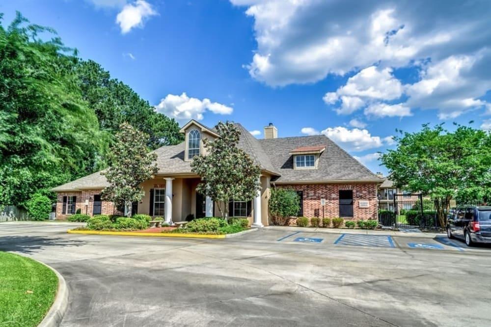 Front entrance to Audubon Lake Apartment Homes in Lafayette, Louisiana
