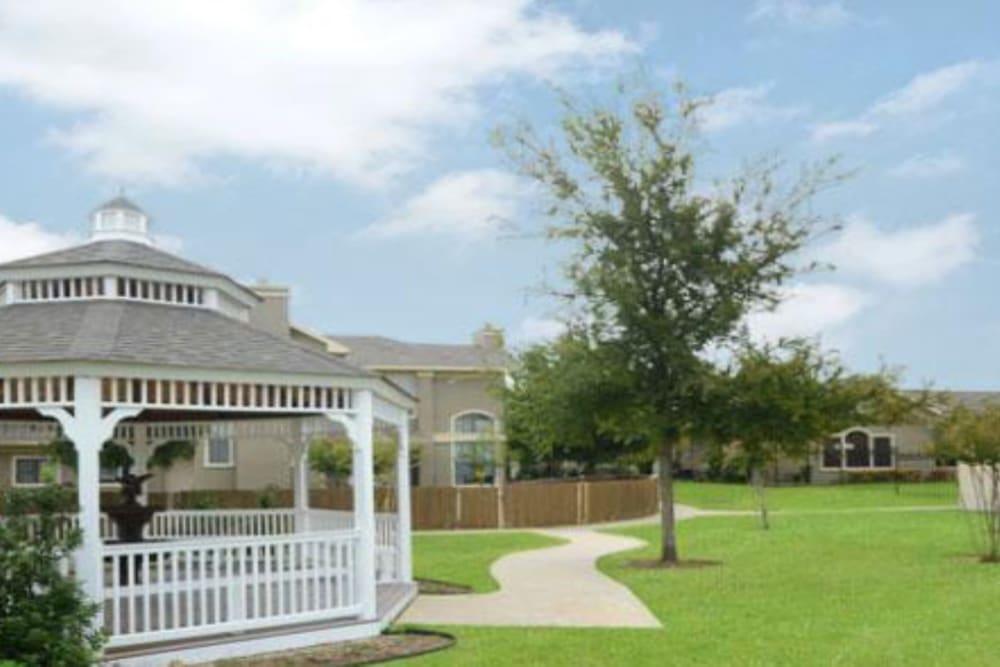 Gazebo at Legacy of Cedar Hill Apartments & Townhomes in Cedar Hill, Texas