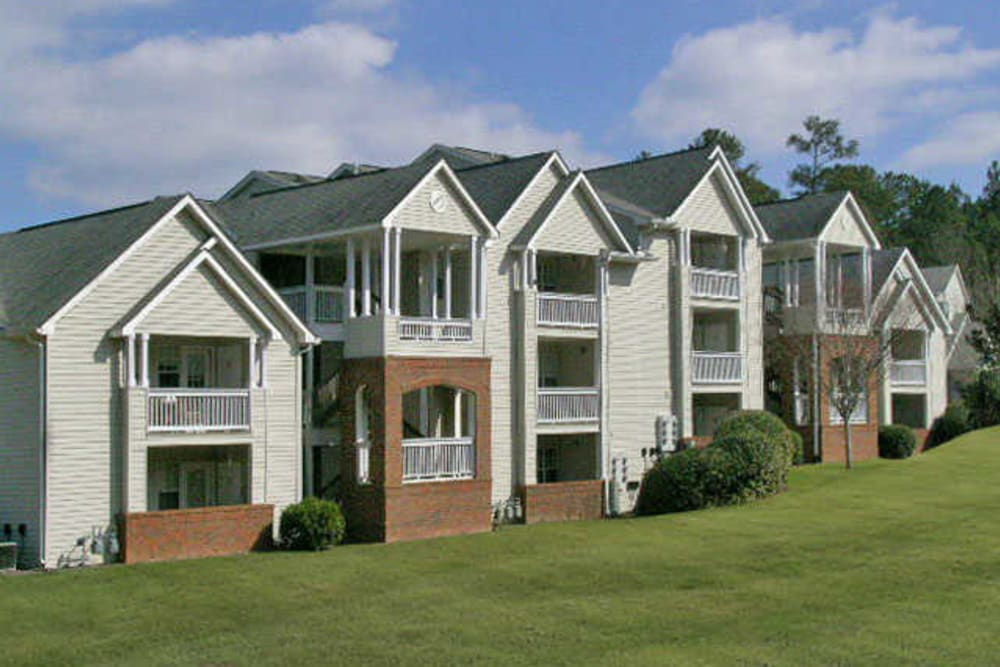 Apartment building at Rivoli Run Apartment Homes in Macon, Georgia