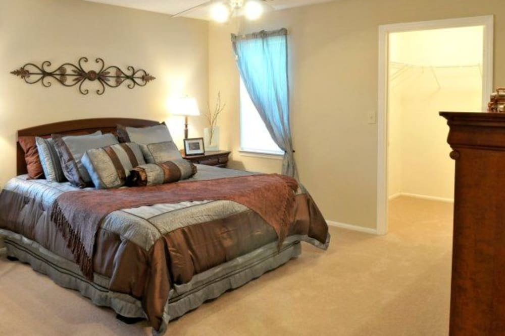 Spacious bedroom at Rivoli Run Apartment Homes in Macon, Georgia