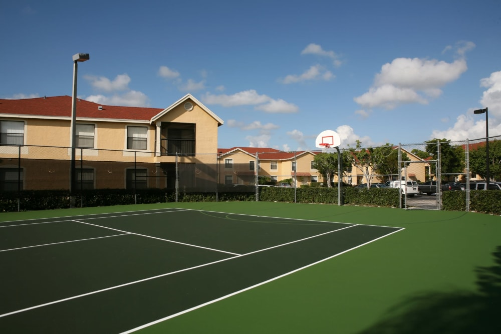 Tennis courts at Savannah Place Apartments & Townhomes in Boca Raton, Florida