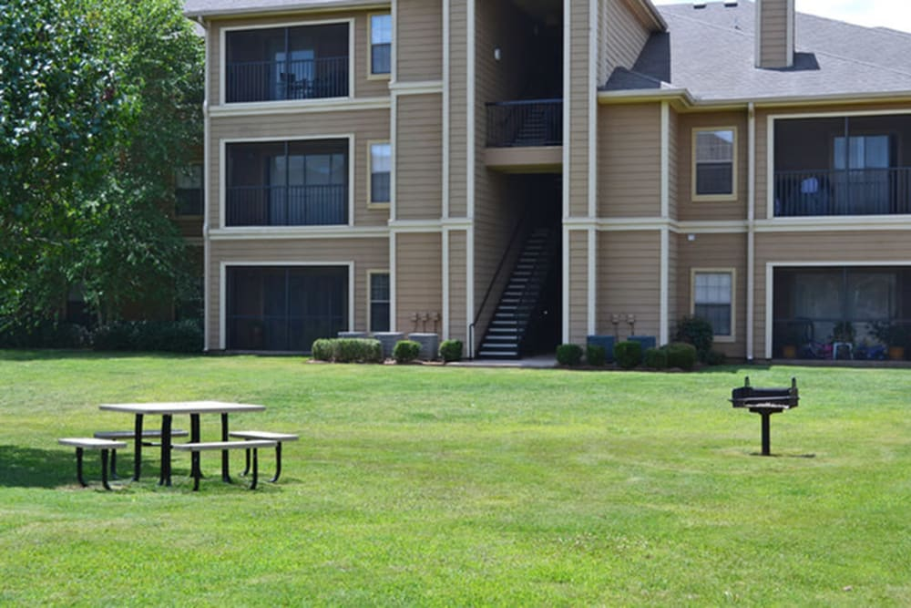 BBQ and picnic area at Stockwell Landing Apartment Homes in Bossier City, Louisiana