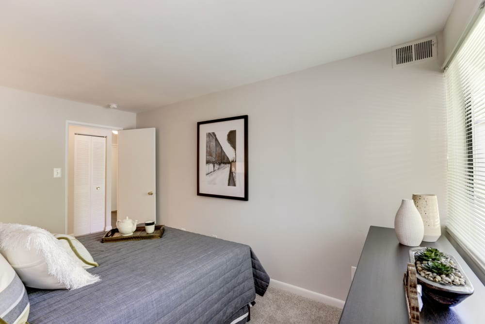 A bedroom with plush carpeting at The Landings I & II Apartments in Alexandria, Virginia