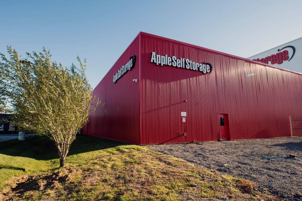 Exterior of Apple Self Storage - Oakville's office suite building in Oakville, Ontario