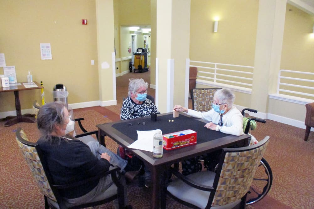residents sitting at a table at Woodside Senior Living in Springfield, Oregon