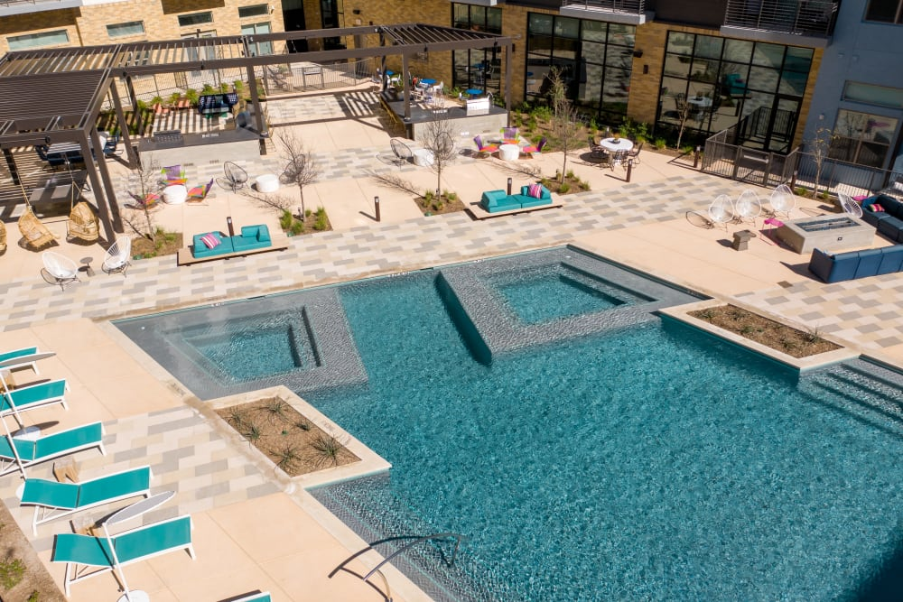 Aerial photo of outdoor pool at Heritage Plaza in San Antonio, Texas