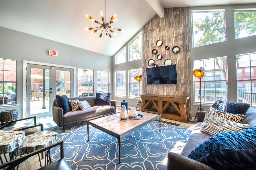 COmmunity clubhouse lounge at Lane at Towne Crossing in Mesquite, Texas