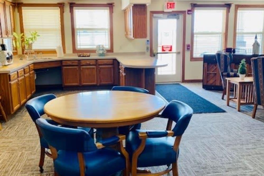A full resident kitchen at Prairie Hills Tipton in Tipton, Iowa.