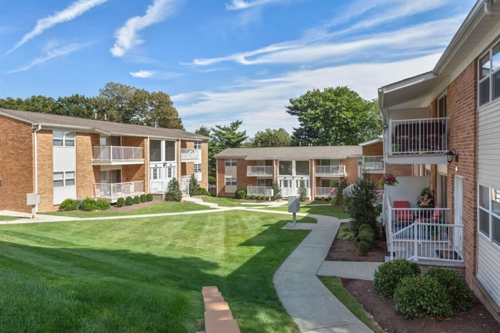 Large courtyard area with a beautiful lawn at Eagle Rock Apartments at North Plainfield in North Plainfield, New Jersey
