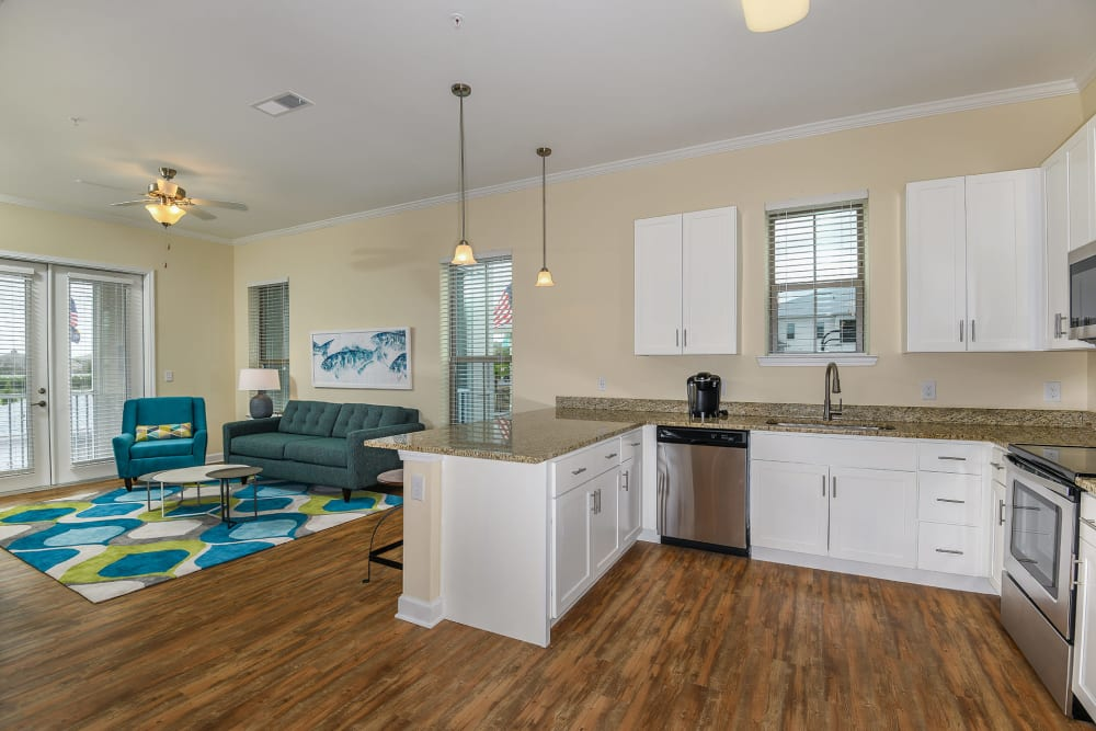 open kitchen and dining area at Palm Bay Club in Jacksonville