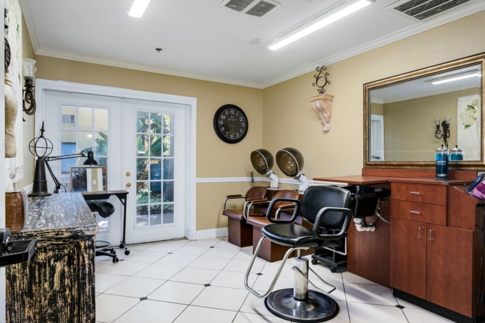 Salon at Grand Villa of Altamonte Springs in Florida