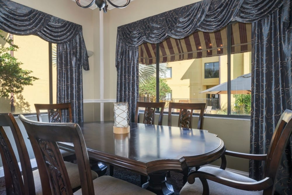 Dining seating at Grand Villa of Altamonte Springs in Florida