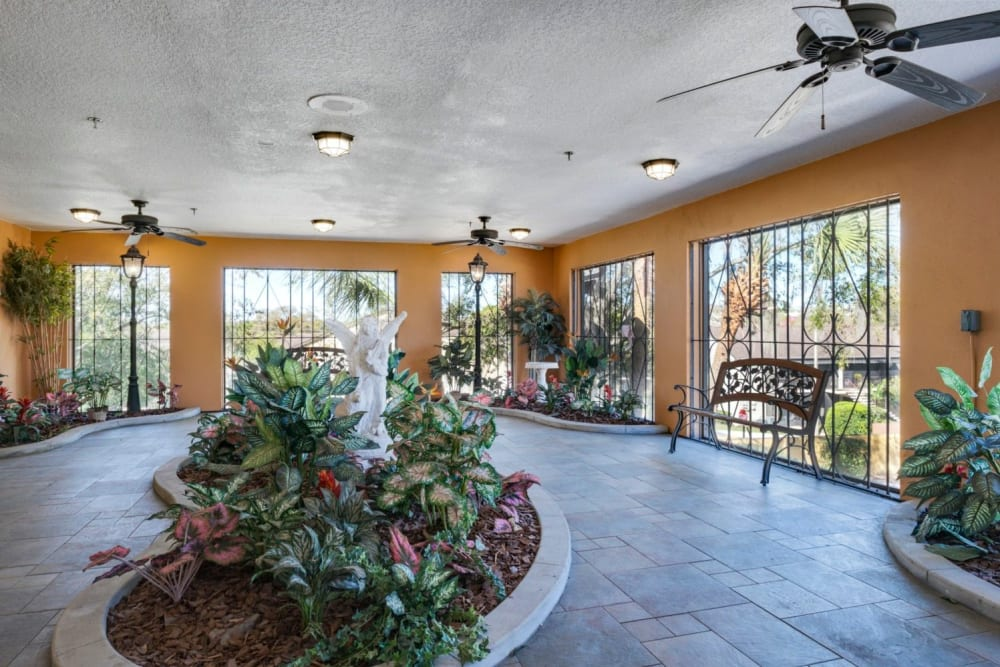 Sunroom area at Grand Villa of Altamonte Springs in Florida