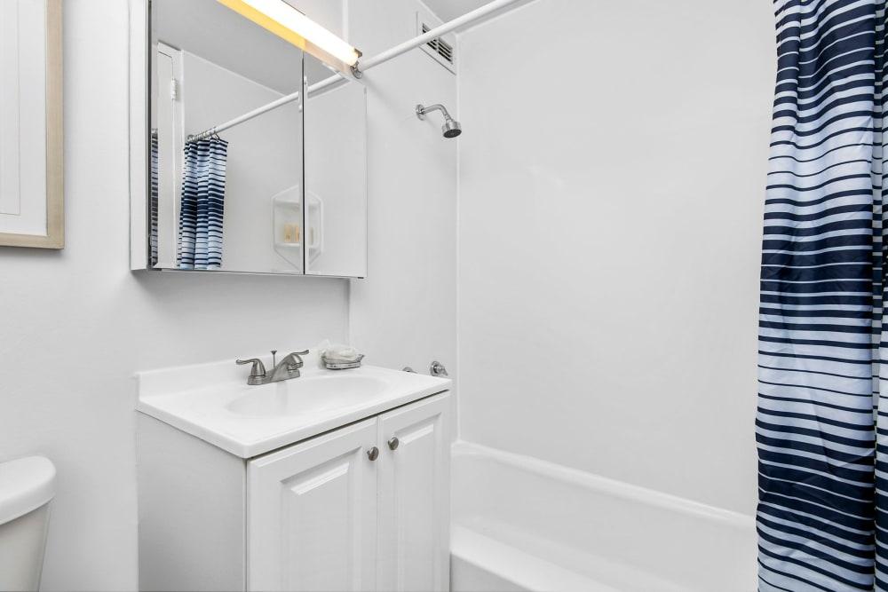 Bright bathroom at Prairie Shores in Chicago, Illinois