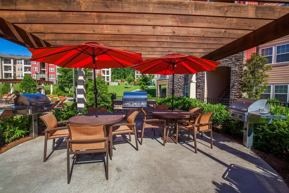 Pool patio and bbq grill at Integra Hills Preserve Apartments in Ooltewah, Tennessee