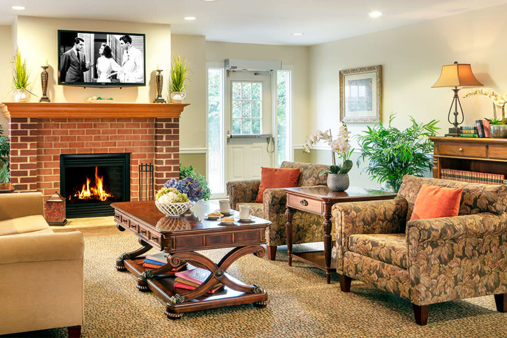 The lounge at Pacifica Senior Living Sterling in Sterling, Virginia