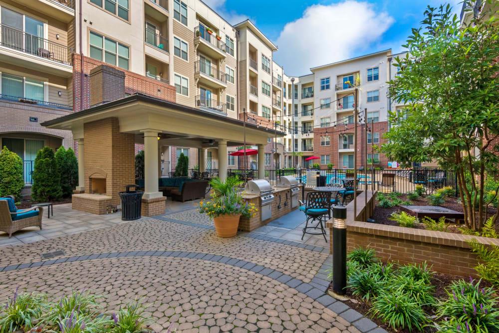 Courtyard patio at 401 Oberlin in Raleigh, North Carolina