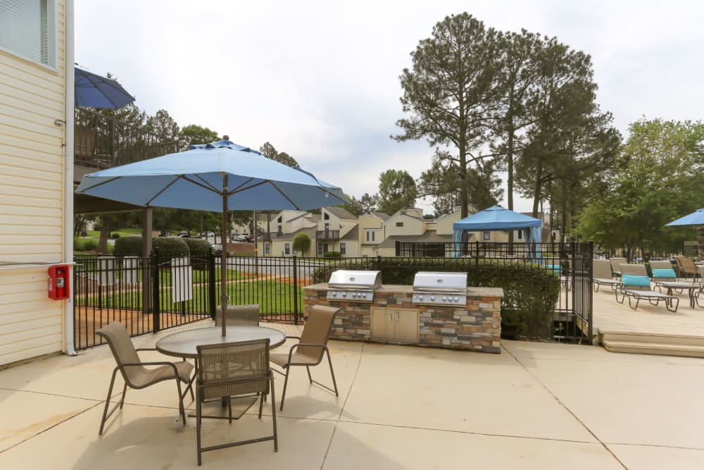 Outdoor grilling area to cook for all your friends at The Flats at Arrowood in Charlotte, North Carolina