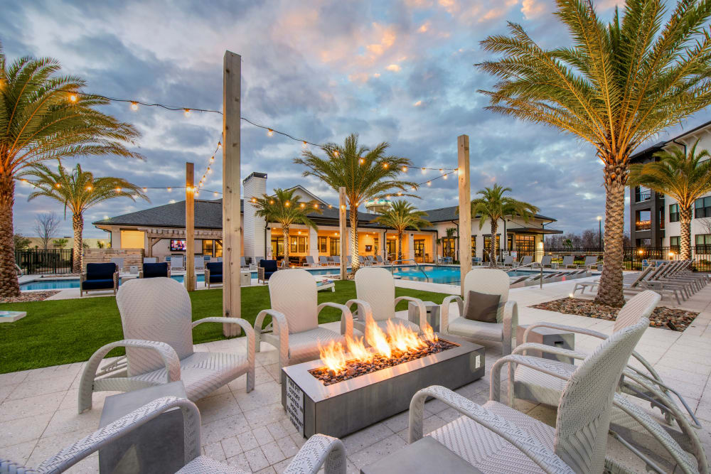 An outdoor firepit with comfortable seating at Olympus Emerald Coast in Destin, Florida