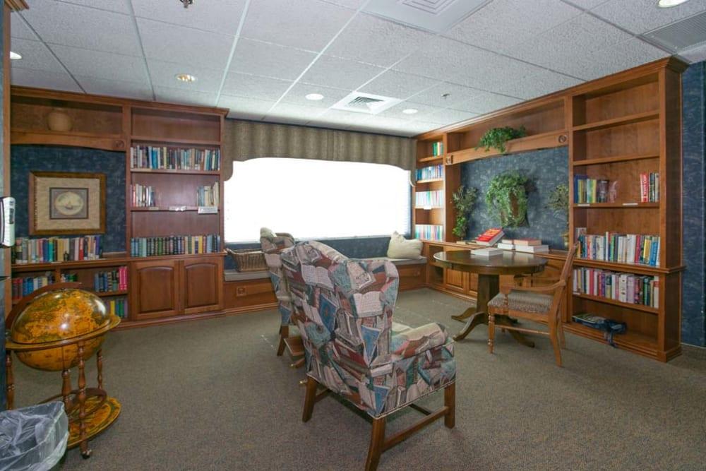 Reading room at Mountain View Retirement Village in Tucson, Arizona