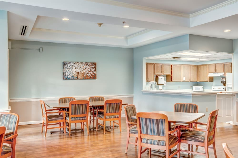 Calming light blue dining room at Carriage Court of Lancaster in Lancaster, Ohio